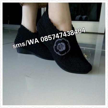 Sepatu Rajut Cantik